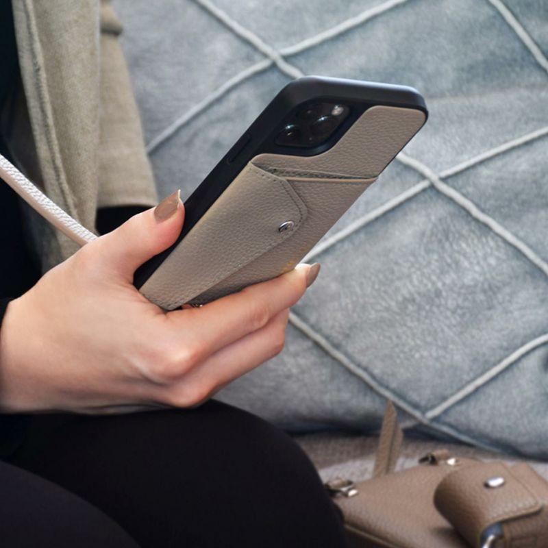 【日本限定】【iPhone 13 Pro Max】DONNA SIDE SLOT LIGHT TAUPE ドナ サイドスロット ライトトープ