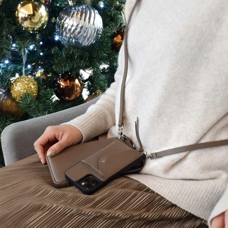 【日本限定】【iPhone 13 Pro】DONNA SIDE SLOT DARK TAUPE ドナ サイドスロット ダークトープ