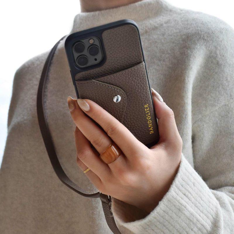 【日本限定】【iPhone 13 Pro Max】DONNA SIDE SLOT DARK TAUPE ドナ サイドスロット ダークトープ