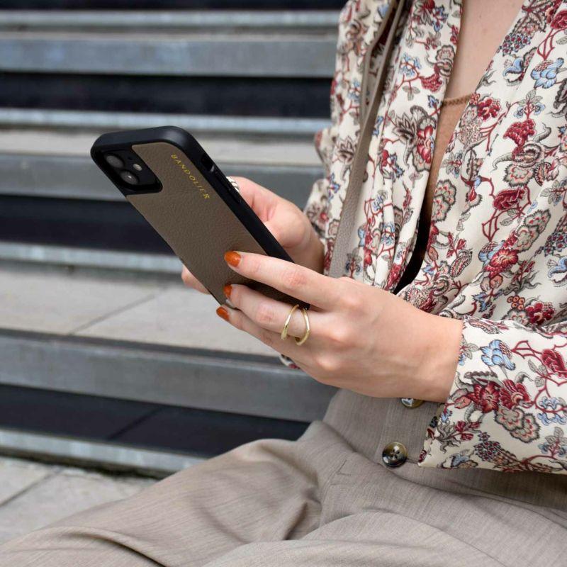 【日本限定】【iphone 13】EMMA DARK TAUPE エマ ダークトープ